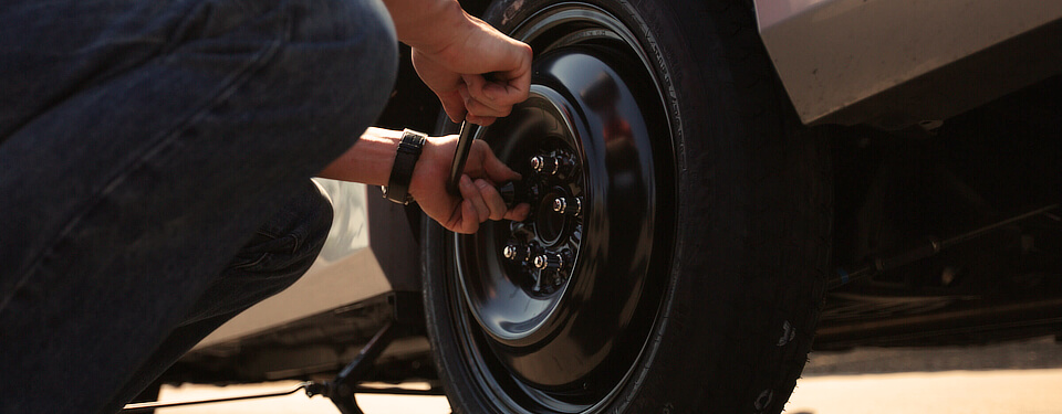 Tighten lug nuts